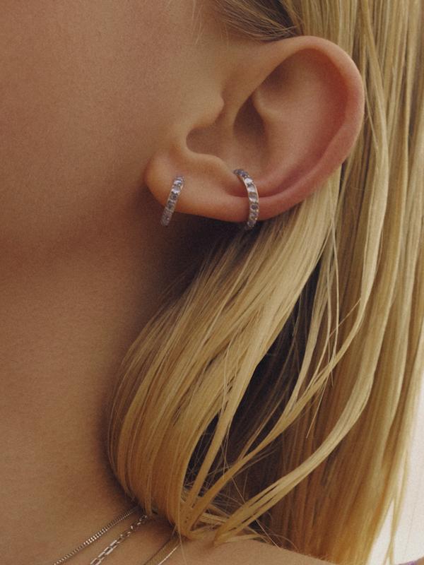 Globo Violet Ear Cuff